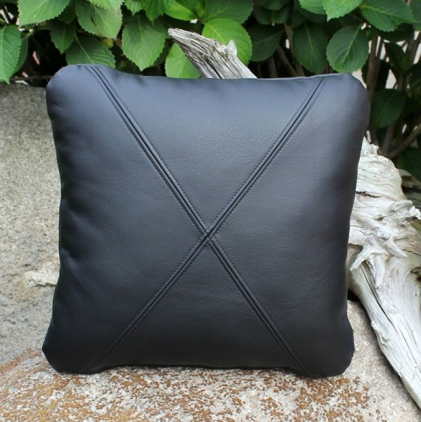 Cowhide leather cushions with triangles and stitching in 40x40
