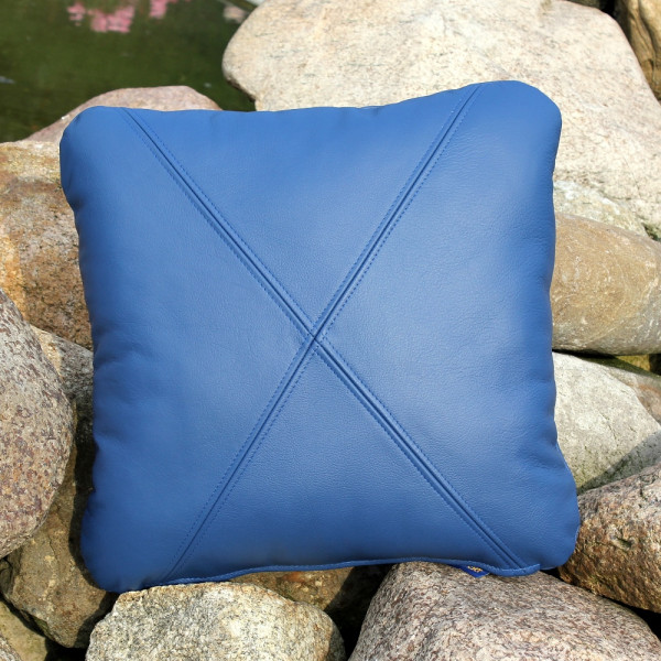 Leather cushion with filling 40 x 40 cm